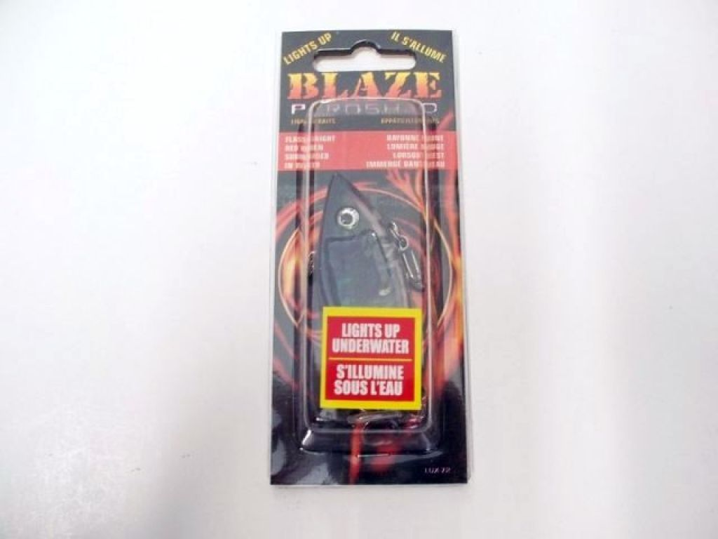 Blaze lures pyrominnow lights up underwater lux 72 dive for Light up fishing spinners